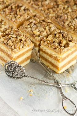 Sękaczek – kruche ciasto z jabłkami i orzechami