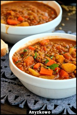 Sycąca zupa z soczewicą