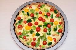 tarta: brokuł, feta, pomidorki i kurczak