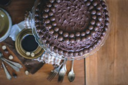 Tort czekoladowo-kakaowy z maltesersami