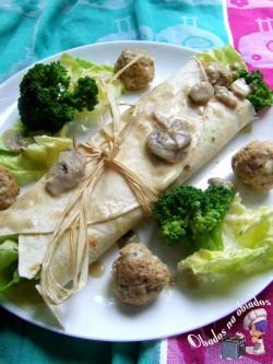 Tortilla z pulpecikami i brokułem