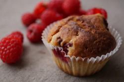 Wegańskie muffiny z malinami