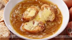 Zupa cebulowa z żółtym ostrym serem