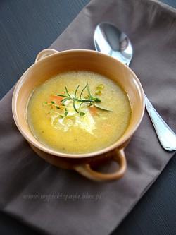 Zupa dyniowa ze smażonymi ziemniakami i marchewką