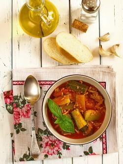 Błyskawiczna potrawka w stylu prowansalskim z cukinii i mielonego mięsa