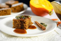 Ciasto-dyniowe-z-solonym-sosem-karmelowym