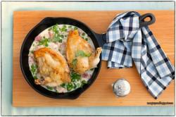 Pieczona pierś kurczaka z sosem śmietankowym