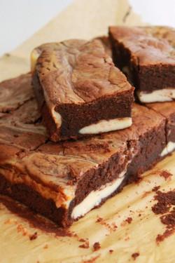 Brownie o smaku Irish Cream z waniliowym serem