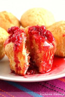 muffiny jogurtowo-maślane z konfiturą z czerwonych porzeczek