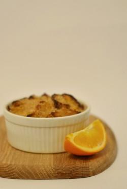 Pomarańczowy pudding chlebowy z domowego chleba żytniego