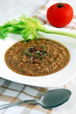 Pyszna zupa z czerwonej soczewicy, z kuminem i sumakiem