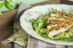 Sałatka z kurczakiem w pistacjach