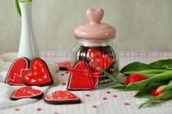 Walentynkowe kruche ciasteczka kakaowe