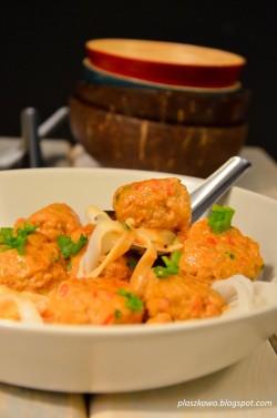 Azjatyckie pulpety w pomidorowym sosie curry