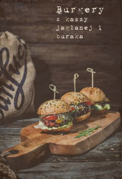 Burger z kaszy jaglanej i buraka