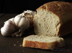 chleb na zakwasie z pieczonym czosnkiem