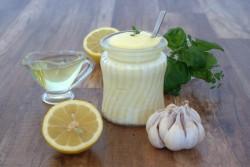 Domowy majonez z czosnkowo – ziołowy