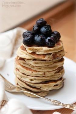 Lawendowe pancakes na bieluchu z borówkami
