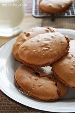 Mocno czekoladowe ciasteczka bezowe