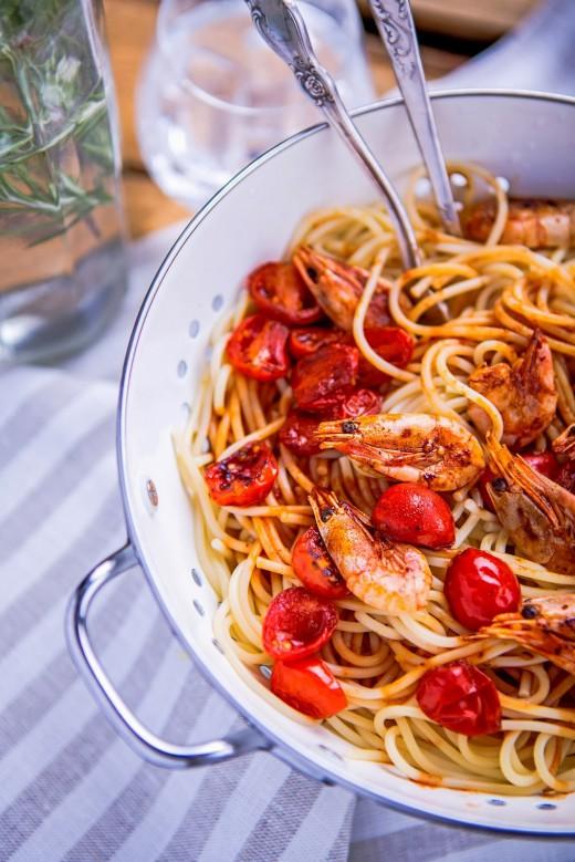 Spaghetti z pomidorami i krewetkami
