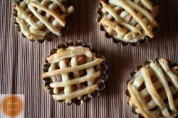 Tartaletki z ciasta francuskiego z nadzieniem gruszkowym The taste of sweet