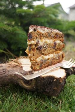 Tort marchewkowy z imbirem i daktylami