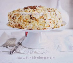 Tort owocowy z białą czekoladą i Pop Choc