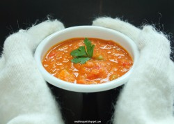 Zupa z czerwonej soczewicy z pomidorami, papryką i ziemniakami