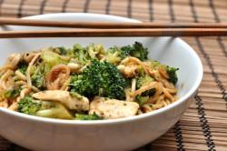 Makaron z brokułami po chińsku