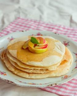 Pancakes z syropem klonowym