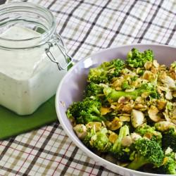Sałatka brokułowo-migdałowa