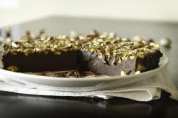 Tarta czekoladowa z solą i pistacjami
