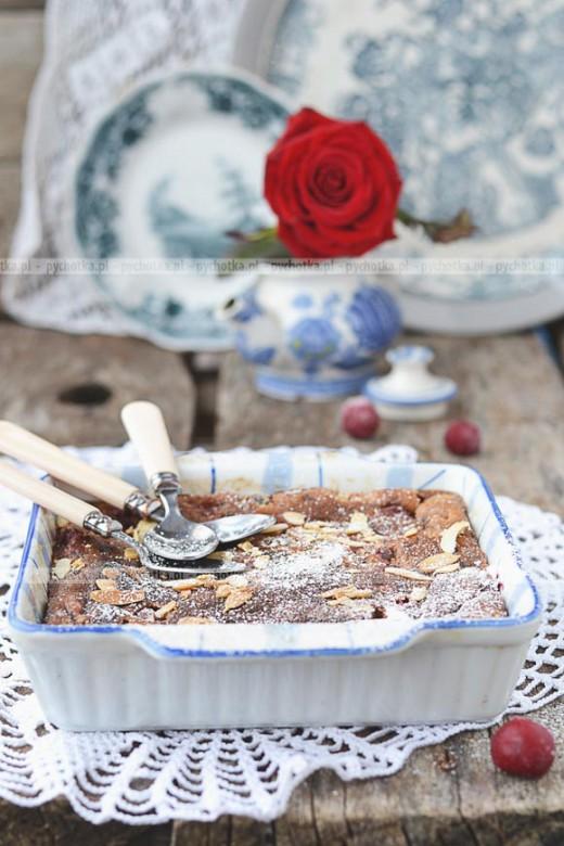 Ciasto kakaowe z kawałkami jabłka