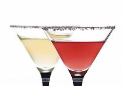 Drink z szampana, likieru malinowego i wódki