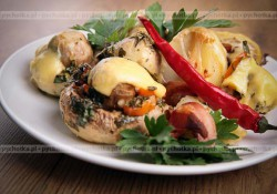 Duże pieczarki nadziewane serem camembert