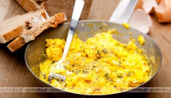 Jajecznica z pokrzywami