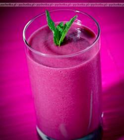Koktajl mleczny z jagodami