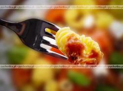 Kolanka z sosem pomidorowym