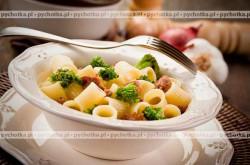 Makaron z brokułami i zielonym pieprzem
