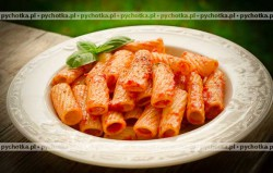 Makaron z pomidorem i czosnkiem