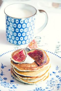 Puszyste, jogurtowe placuszki na niedzielne śniadanie