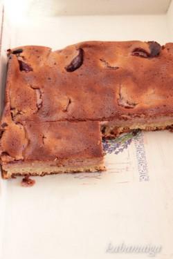 Serniczek lekko czekoladowy ze śliwkami