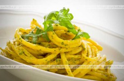 Spaghetti z sosem z rukwi z orzechami