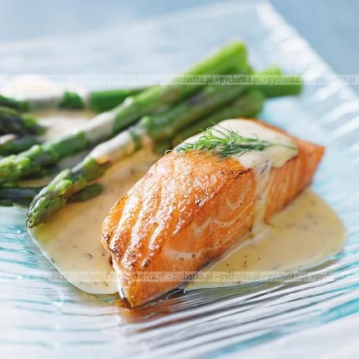 Aromatyczny filet z łososia pieczony w folii