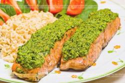 Filet z łososia w zielonym sosie