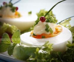 Jajka schowane w majonezie ze szczypiorkiem