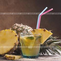 Kokosowy drink z ananasem