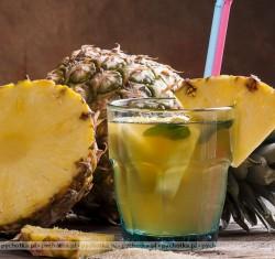 Napój ananasowy z grenadyną