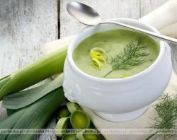 Zupa porowa z serkiem topionym