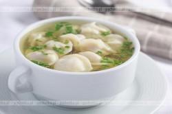 Zupa z krewetkowymi pierożkami